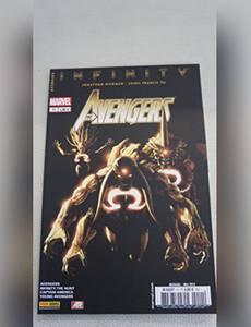 Couverture du premier album de la série The Avengers Kiosque V4 (2013 - 2015)